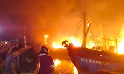 Nghệ An: Cháy 4 tàu cá thiệt hại hàng chục tỷ đồng
