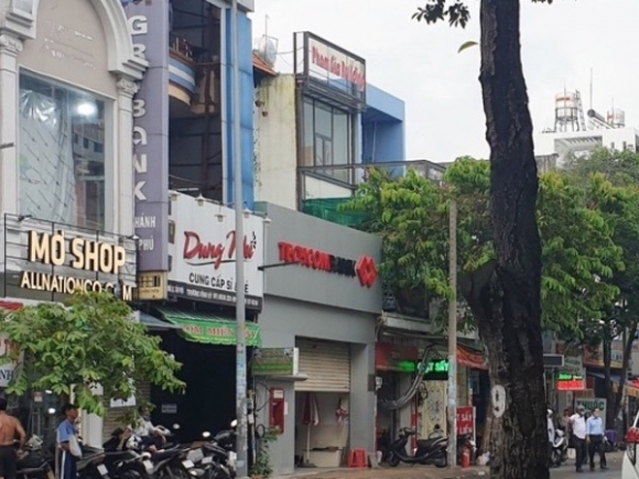 Sài Gòn: Bắt nóng người phụ nữ bịt mặt, cướp 2 tỷ đồng ở Chi nhánh ngân hàng Techcombank