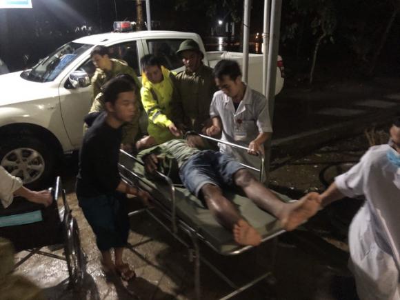 Đưa được 5 người bị thương ở Rào Trăng 4 cấp cứu, vẫn còn 30 người mất tích - Ảnh 1.