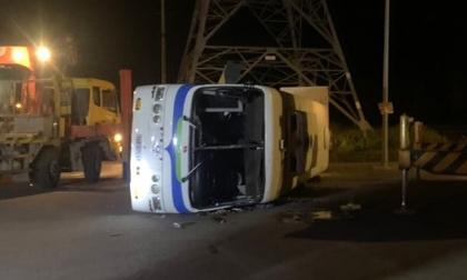 Xe tải chở 30 công nhân gặp nạn, nhiều người thương vong