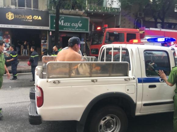Cháy khách sạn ở trung tâm Sài Gòn, nhiều người hoảng loạn tháo chạy - 1