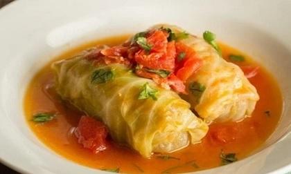 Mát trời làm món bắp cải cuộn thịt, mộc nhĩ sốt cà chua đưa cơm, ngon khó cưỡng