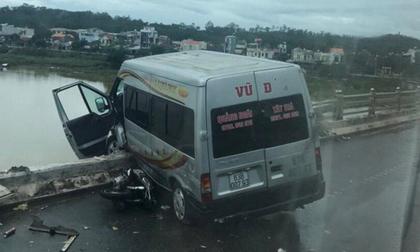 Tai nạn giao thông liên hoàn trên cầu Trà Khúc khiến xe khách suýt rơi xuống sông, 4 người bị thương