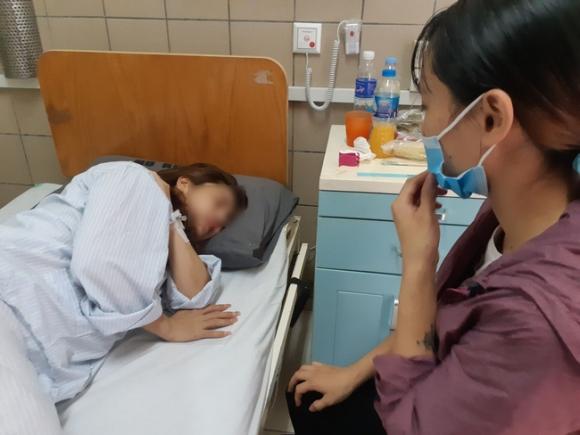 Hà Nội: Người phụ nữ cầu cứu trên giường bệnh sau nhiều lần đau đớn như 'chết đi sống lại' vì tiêm hóa chất làm đẹp 'lạ'