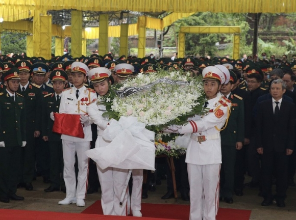 Xúc động Lễ tang 13 liệt sĩ hy sinh tại Rào Trăng 3 - Ảnh 1.