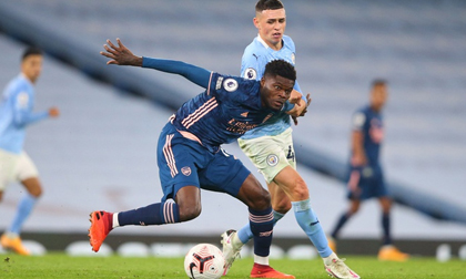 Thomas Partey ra mắt trong trận thua Man City