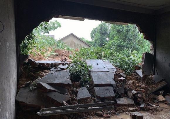 Núi Ba Cồn ở Quảng Bình sạt lở, hàng chục hộ dân bỏ chạy thoát thân trong đêm - 2