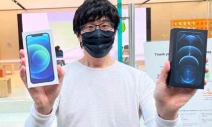 Người đầu tiên mua được iPhone 12 trên thế giới: Xếp hàng từ 11 rưỡi đêm, mua liền hai máy