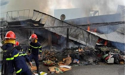 Cháy chợ ở Cà Mau, gần chục ki-ốt và nhiều tài sản bị thiêu rụi