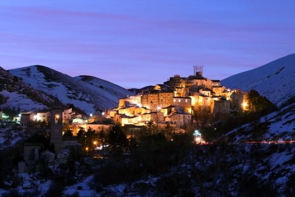 Kỳ lạ: Ngôi làng ở Italy trả tiền cho người trẻ tới sống - 1