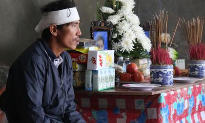 Nỗi đau tột cùng của đôi vợ chồng mất đi 2 người con trai do lũ cuốn ở Quảng Bình