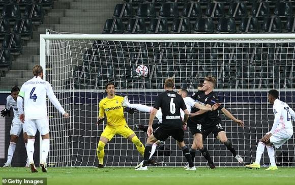 Chết hụt dưới tay ngôi sao từng phá lưới Bùi Tiến Dũng, Real Madrid có nguy cơ bị loại sớm - Ảnh 3.