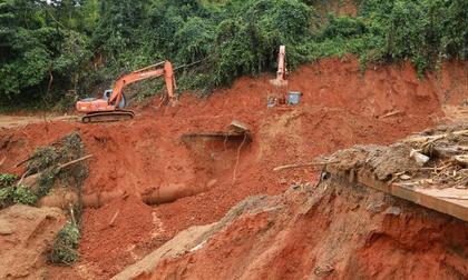 Sạt lở đất kinh hoàng ở Quảng Nam tối 28/10, nhiều người bị vùi lấp