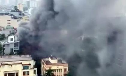 Cháy lớn tại quán lẩu, nhiều người hoảng sợ