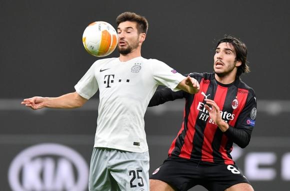 Ibrahimovic sút hỏng 11 m trong trận thắng 3-0 của AC Milan - 1