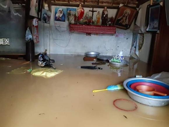 Nghệ An: Hai học sinh cấp 2 tử vong thương tâm vì mưa lũ - 1