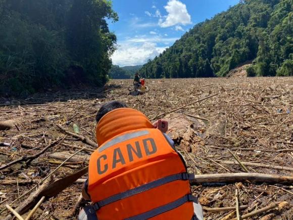 14 người mất tích ở Trà Leng: Đào xới hết khu sạt lở nhưng không tìm thấy ai - 2