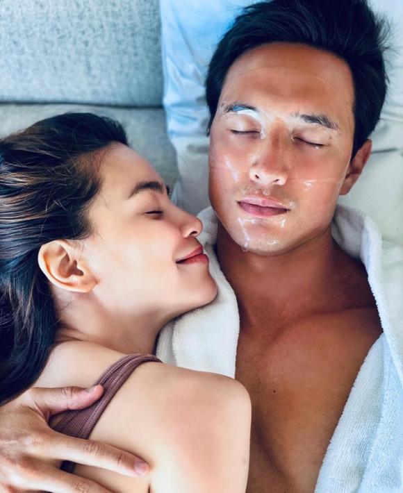 Kim Lý lần đầu khoe khoảnh khắc hạnh phúc bên bà bầu Hồ Ngọc Hà, bụng lớn thấy rõ chẳng cần phải giấu giếm