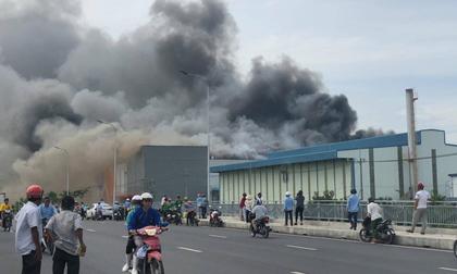 TP.HCM: Cháy lớn trong KCN Hiệp Phước, khói bốc ngùn ngụt