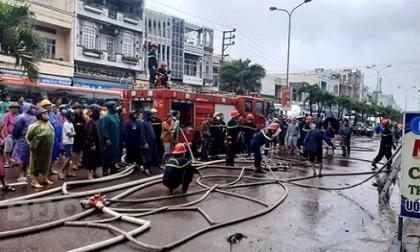 Bình Định xảy ra 2 vụ cháy nhà trong cơn bão số 12