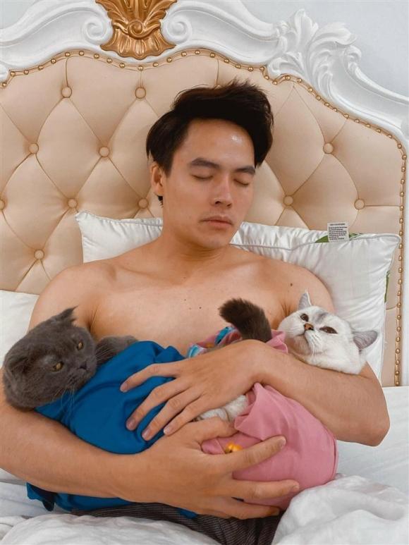 Hà Hồ 'dở khóc dở cười' với ảnh '1 nách 2 con' của Kim Lý bị chế hài
