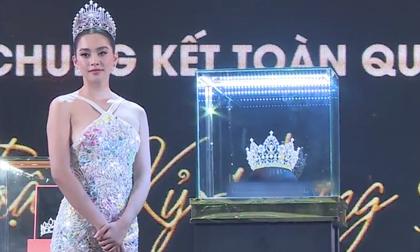 Hoa hậu Tiểu Vy khiến fan 'ngã ngửa' với loạt ảnh: Vòng 2 hoàn toàn biến mất, nhan sắc cứng đờ