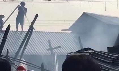 Cháy 3 căn nhà ven quốc lộ 91