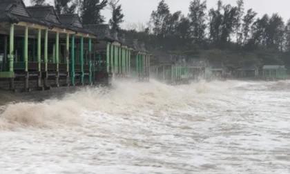 Bão số 13 đổ bộ vào Quảng Bình- Thừa Thiên- Huế, đảo Cồn Cỏ bị cắt đứt liên lạc