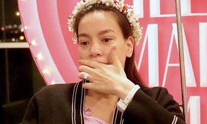 Hồ Ngọc Hà nghẹn ngào rơi nước mắt thú nhận: 'Đây là lần đầu tiên tôi được một người đàn ông quỳ gối cầu hôn'