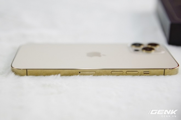 iPhone 12 Pro Max xách tay 'sập giá' 15 triệu đồng sau 3 ngày về Việt Nam
