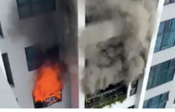 Cháy chung cư ở Hà Nội, hàng trăm người tháo chạy