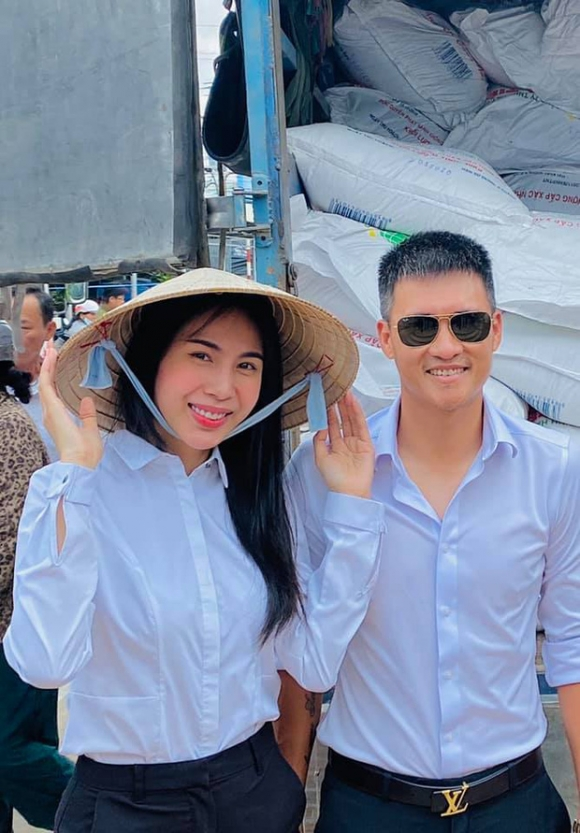 Hành trình cứu trợ miền Trung của Thủy Tiên: Khép lại 40 ngày với 178 tỷ đồng, toàn bộ giấy tờ đều được công khai, Công Vinh tuyên bố 'bỏ vợ' nếu có lần sau - 5