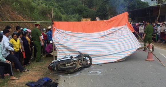 Ôtô 7 chỗ vượt xe đầu kéo, đâm tử vong 2 người phụ nữ