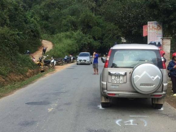 Ôtô 7 chỗ vượt xe đầu kéo, đâm tử vong 2 người phụ nữ - 1