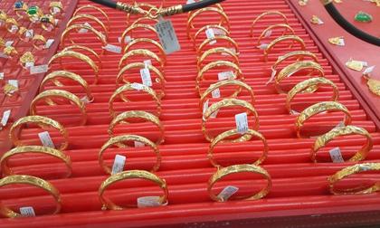 """Giá vàng hôm nay 26-11: """"Đánh nhanh – rút nhanh"""", giới đầu tư bán thêm 33,7 tấn vàng"""