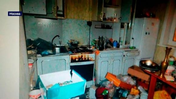 Người mẹ trẻ khóa cửa rồi dắt chó cưng bỏ đi trong nhiều ngày khiến con trai suýt chết đói Ảnh 3