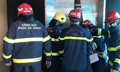 Giải cứu hàng chục người bị mắc kẹt trong thang máy ở Hà Nội