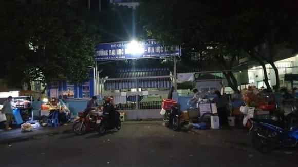 Cựu sinh viên rơi từ tầng 6 trường Đại học Ngoại Ngữ - Tin Học TP.HCM - 1