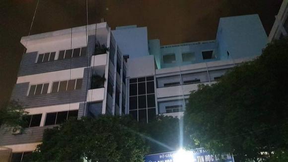 Cựu sinh viên rơi từ tầng 6 trường Đại học Ngoại Ngữ - Tin Học TP.HCM - 2
