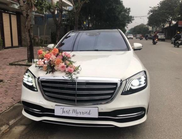 Công Phượng đón dâu bằng siêu xe Mercedes Maybach, chiếc xe trang trí khá đơn giản nhưng vẫn toát lên vẻ sang trọng