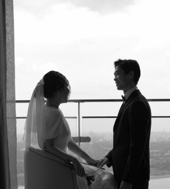 Lộ ảnh cưới hiếm của Công Phượng và Viên Minh: Cô dâu chú rể chỉ cần tựa vào nhau, bình dị mà sao nhìn muốn GATO thế này? - 2