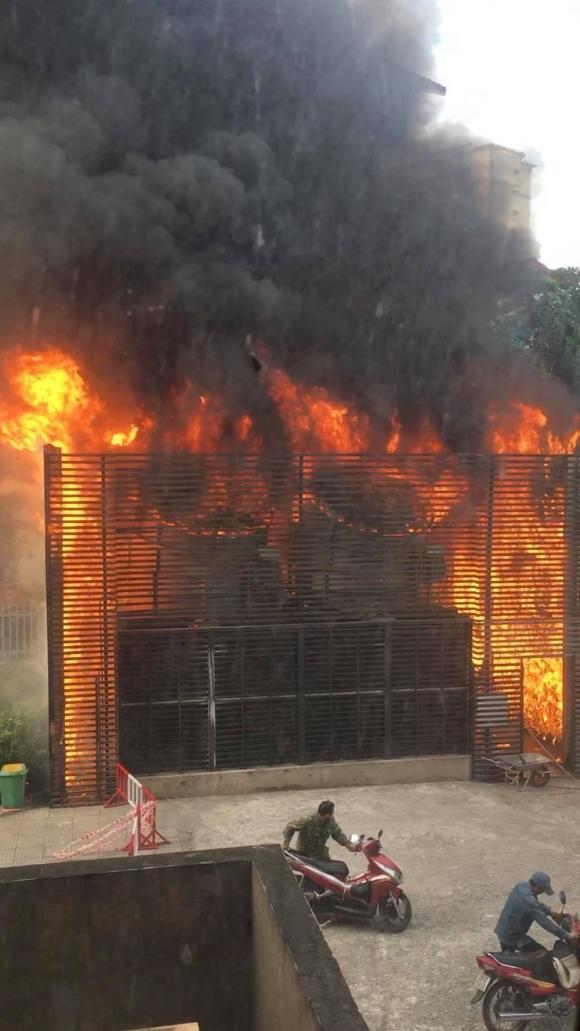 Cháy cực lớn hệ thống điều hoà chung cư, nhiều cư dân hoảng loạn bỏ chạy Ảnh 1