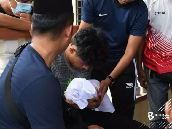 Tiền đạo tuyển Malaysia gây tai nạn thảm khốc làm mẹ vợ và con trai tử vong - 1