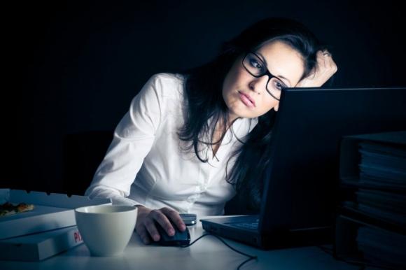 Thức khuya là nguyên nhân gây ra rất nhiều vấn đề sức khỏe.