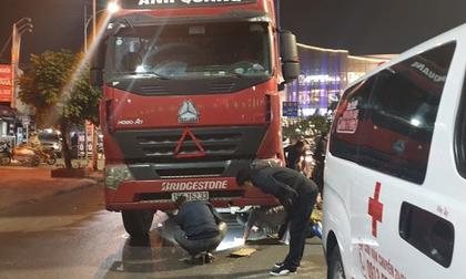 Thai phụ tử vong sau khi va chạm với xe container