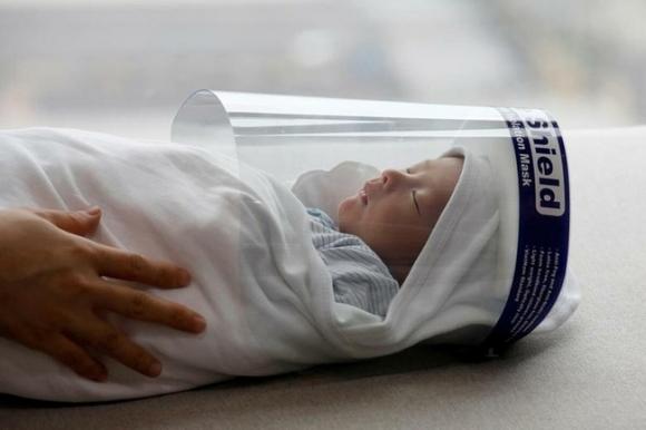 Bé sơ sinh Việt Nam lọt vào danh sách ảnh ấn tượng nhất năm 2020 của Reuters - 1