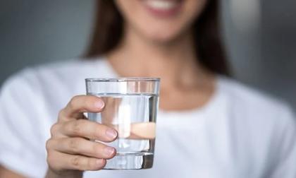 Uống 1 cốc nước lọc khi đói lợi đủ đường, 3 loại dù thèm cũng không nên uống