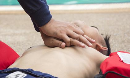 TP HCM: Một bé trai đuối nước ở hồ bơi, được vớt lên trong tình trạng tím tái