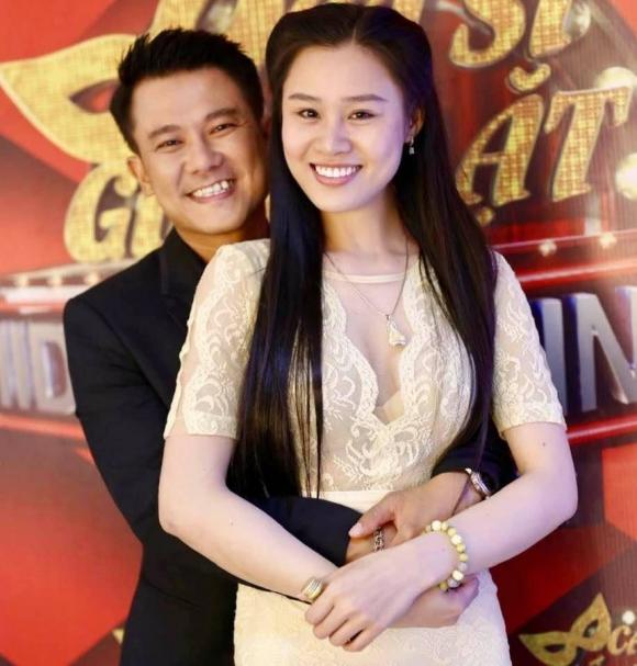 Vợ Vân Quang Long: 'Tôi không tin chồng đã ra đi mãi mãi'