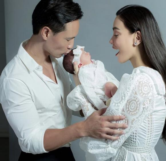 Hà Hồ chính thức công khai dung mạo hai con, 'cực phẩm' nhan sắc trong tương lai là đây chứ đâu